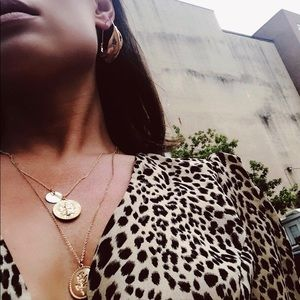 Jewelry - 🆕Varley Double Gold Coin Necklace
